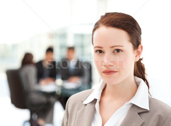 Charismatische zakenvrouw permanente voorgrond team werken Stockfoto © wavebreak_media