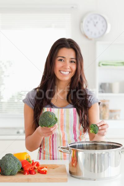 Stock fotó: Vonzó · nő · zöldségek · áll · konyha · nő · kezek