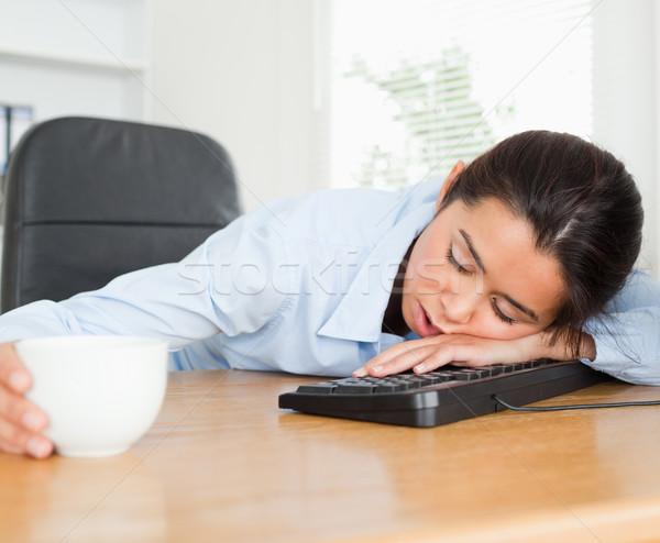 Stock fotó: Kilátás · gyönyörű · nő · alszik · billentyűzet · tart · csésze