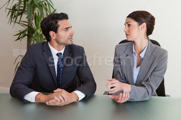 Komoly üzletemberek tárgyal tárgyalóterem megbeszélés üzletember Stock fotó © wavebreak_media