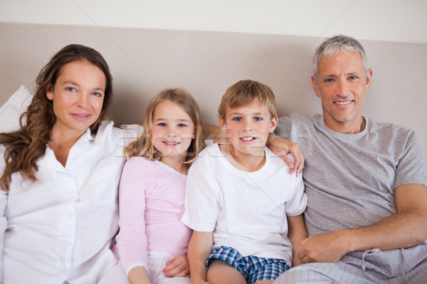счастливая семья кровать глядя камеры семьи домой Сток-фото © wavebreak_media