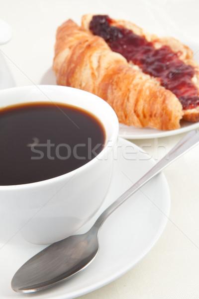 Tazza di caffè cornetto bianco caffè sfondo rosso Foto d'archivio © wavebreak_media