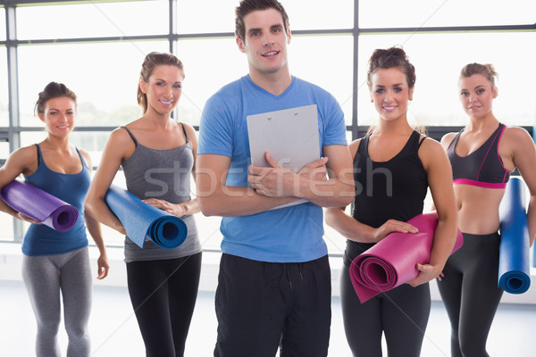 Entrenador yoga clase gimnasio sonrisa feliz Foto stock © wavebreak_media