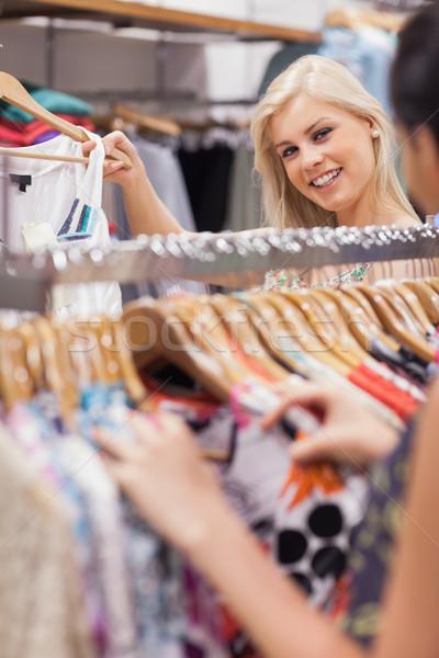 Donna piedi dietro boutique Foto d'archivio © wavebreak_media