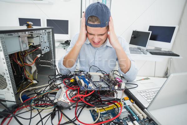 Verward computer ingenieur werken gebroken troosten Stockfoto © wavebreak_media