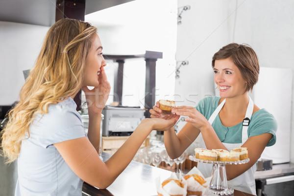 Bastante camarera cliente Cafetería Foto stock © wavebreak_media
