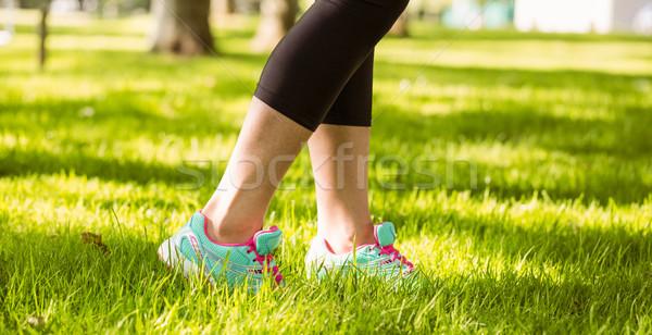 Vrouw loopschoenen gras park lichaam gezondheid Stockfoto © wavebreak_media