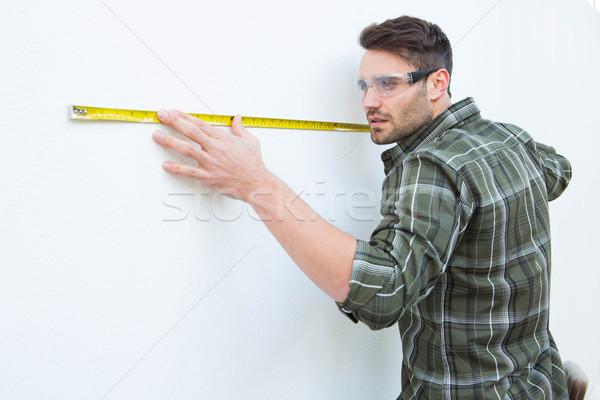 Stolarz biały ściany mężczyzna domu Zdjęcia stock © wavebreak_media