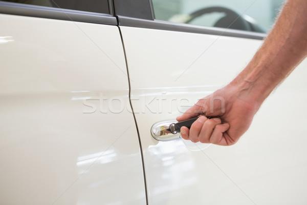 男 開設 車のキー 新しい車 ショールーム 車 ストックフォト © wavebreak_media