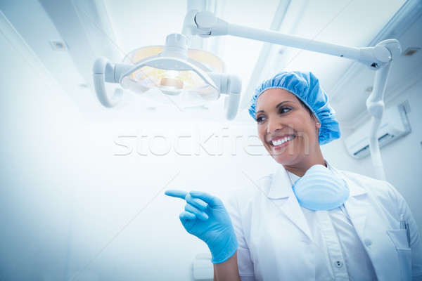 Sonriendo femenino dentista retrato signo Foto stock © wavebreak_media