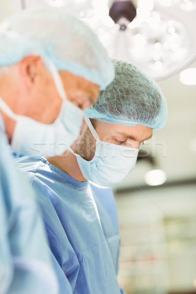 Idősebb sebész tanít új férfi orvosi Stock fotó © wavebreak_media