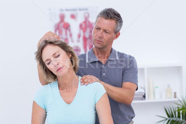 Médecin patient cou médicaux bureau Photo stock © wavebreak_media