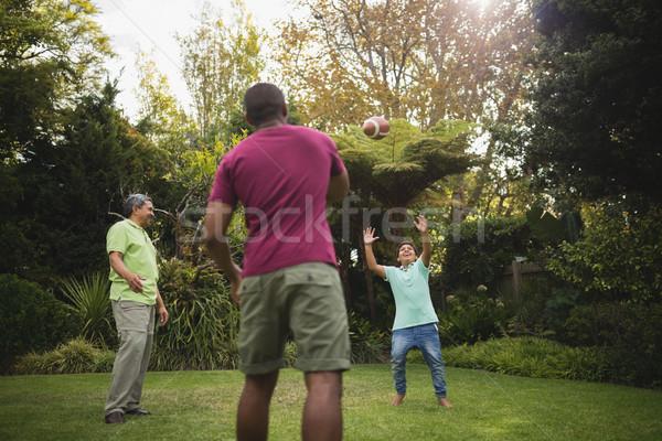 多世代家族 演奏 公園 ラグビーボール 家族 ツリー ストックフォト © wavebreak_media