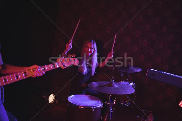 Női dobos néz gitáros előad színpad Stock fotó © wavebreak_media