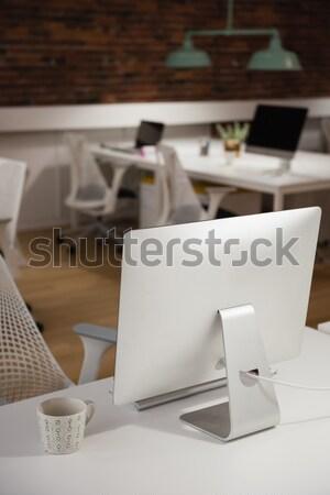 Ordinateur tasse thé table bureau affaires Photo stock © wavebreak_media