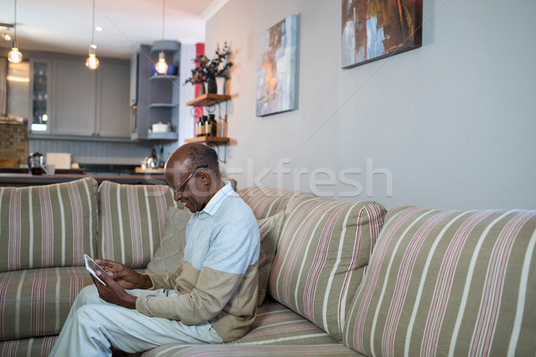 Vista lateral feliz senior homem comprimido sessão Foto stock © wavebreak_media