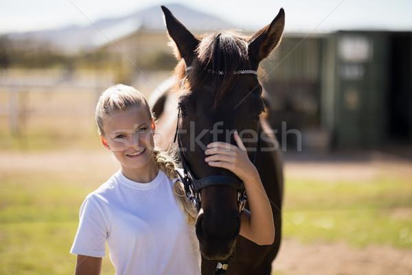 Sonriendo nina caballo rancho Foto stock © wavebreak_media