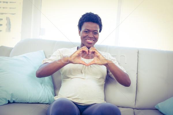 портрет беременная женщина формы сердца рук сидят Сток-фото © wavebreak_media