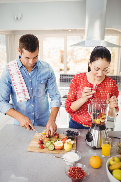 Casal em pé tabela casa comida Foto stock © wavebreak_media