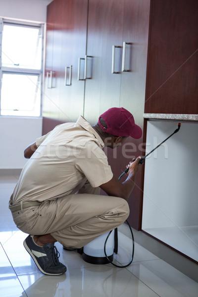 Homme maison cuisine Ouvrir la Homme Photo stock © wavebreak_media