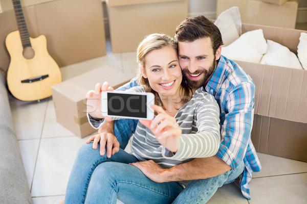 Casal sessão piso mulher telefone Foto stock © wavebreak_media