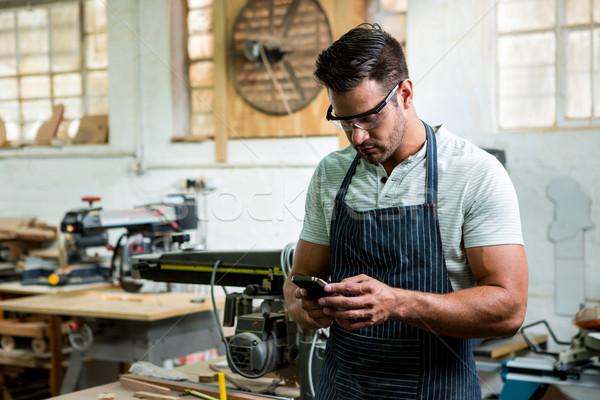 Charpentier téléphone atelier homme studio outil Photo stock © wavebreak_media