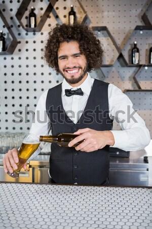 Sorridere cameriera pulizia bar counter ritratto Foto d'archivio © wavebreak_media