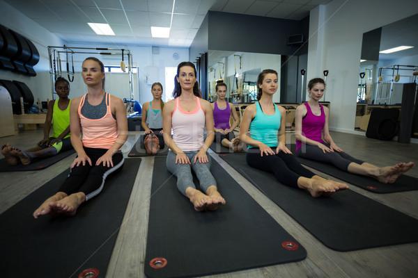 Groupe femmes exercice gymnase Photo stock © wavebreak_media