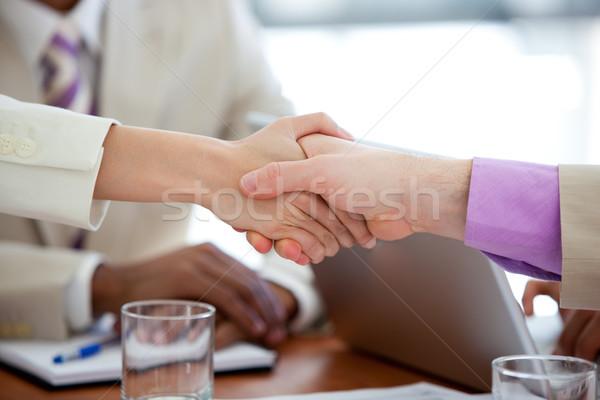 Twee zakenlieden handen schudden vergadering vrouw Stockfoto © wavebreak_media
