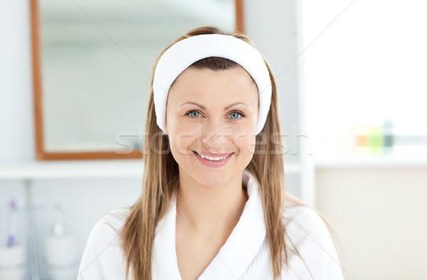 очаровательный улыбаясь камеры ванную домой Сток-фото © wavebreak_media