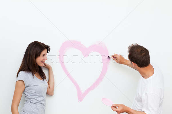 Cute femme regarder copain peinture coeur Photo stock © wavebreak_media