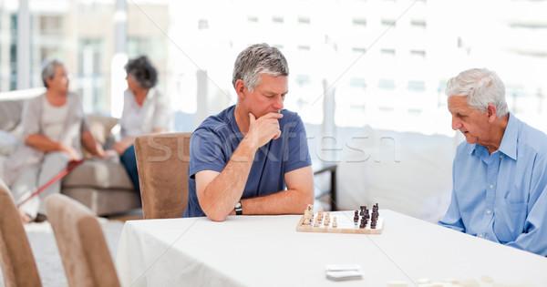 Anziani giocare scacchi home donna felice Foto d'archivio © wavebreak_media