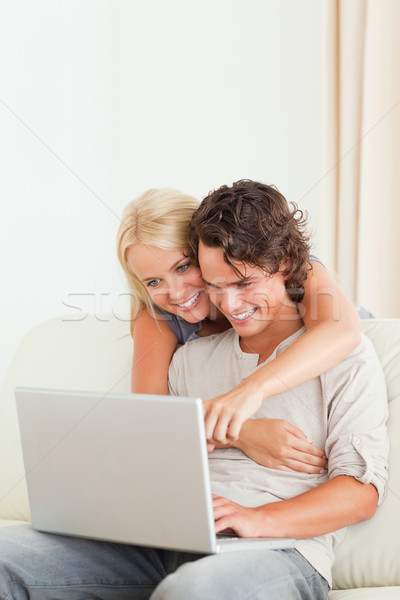 Retrato feliz Pareja usando la computadora portátil salón negocios Foto stock © wavebreak_media