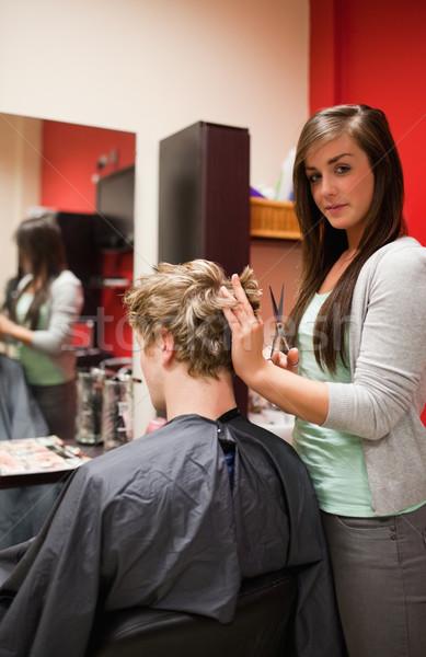 Portré fiatal nő vág haj olló üzlet Stock fotó © wavebreak_media