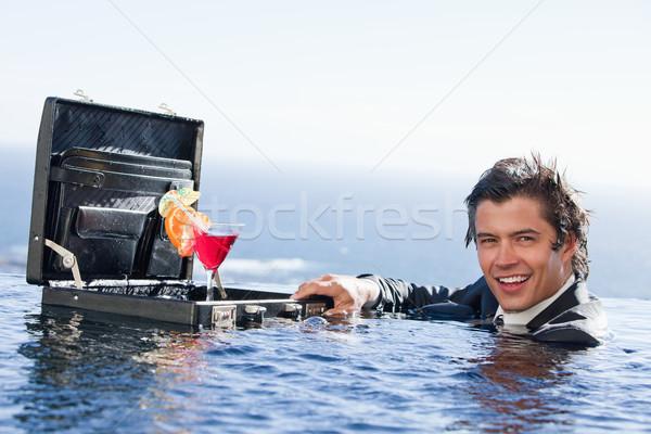 бизнесмен позируют коктейль портфель Бассейн стороны Сток-фото © wavebreak_media