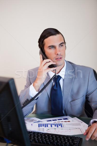 Biznesmen biurko mówić telefonu działalności pracy Zdjęcia stock © wavebreak_media