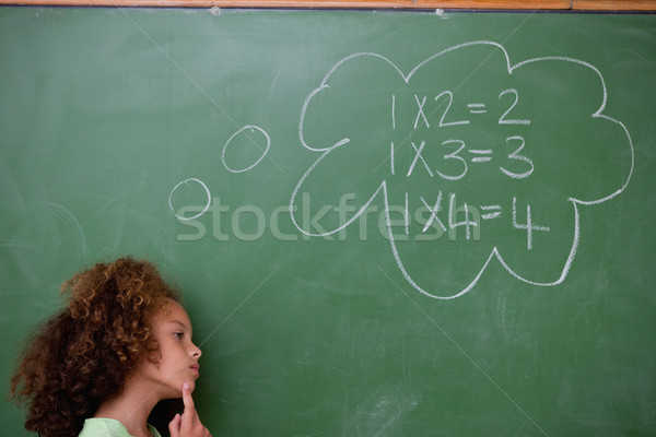 Schoolmeisje denken algebra Blackboard school student Stockfoto © wavebreak_media