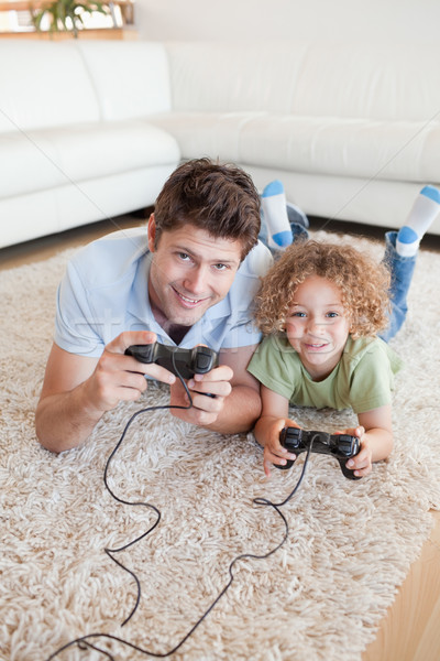 Retrato nino padre jugando videojuegos alfombra Foto stock © wavebreak_media