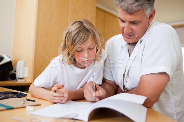 Garçon aider devoirs père livre enfant Photo stock © wavebreak_media