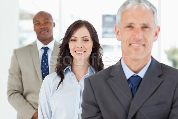 Drei lächelnd Führungskräfte stehen schauen vor Stock foto © wavebreak_media