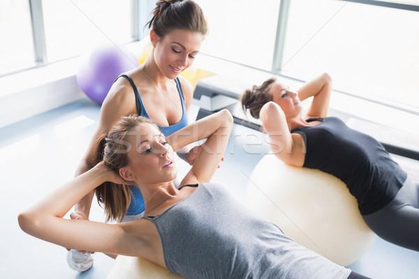 Női edző tanít nők testmozgás golyók Stock fotó © wavebreak_media