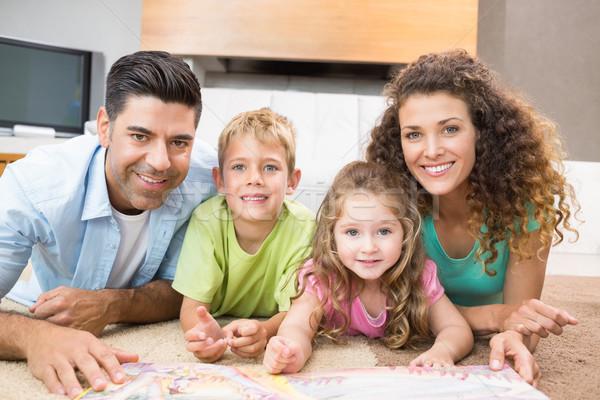 Boldog testvérek szőnyeg olvas mesekönyv szülők Stock fotó © wavebreak_media