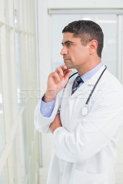Vista laterale medico di sesso maschile ospedale mano mento Foto d'archivio © wavebreak_media