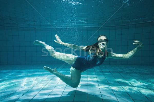 Pływak uśmiechnięty kamery podwodne basen Zdjęcia stock © wavebreak_media
