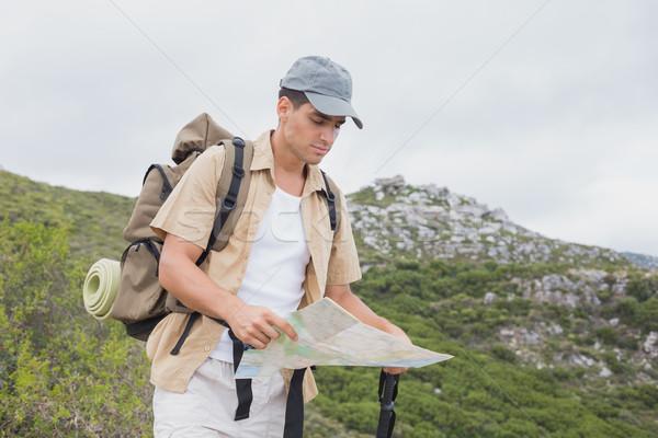 Escursioni uomo mappa montagna terreno Foto d'archivio © wavebreak_media
