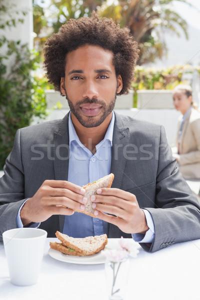 бизнесмен сэндвич обед за пределами кофейня продовольствие Сток-фото © wavebreak_media