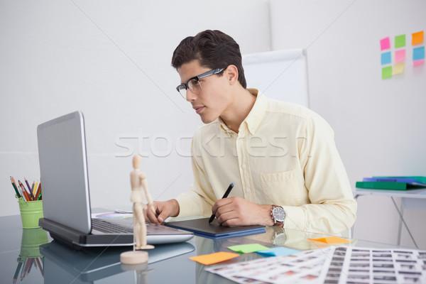 Fókuszált designer asztal iroda számítógép technológia Stock fotó © wavebreak_media