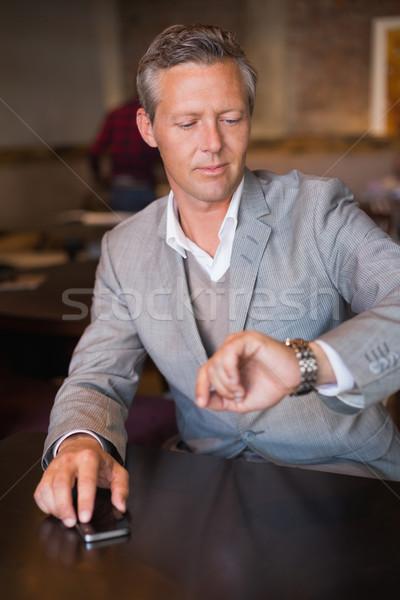 Knap zakenman wachten iemand cafe tijd Stockfoto © wavebreak_media