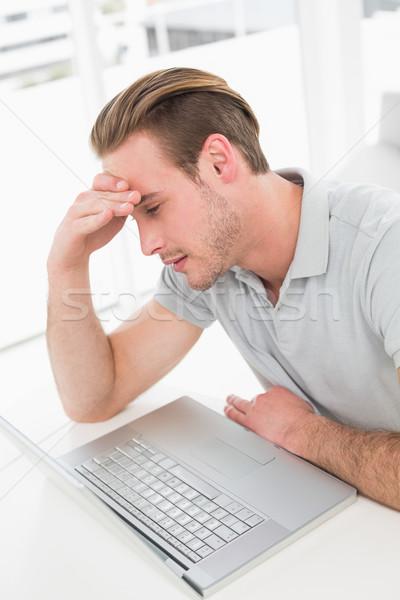 Ansioso empresário trabalhando laptop escritório computador Foto stock © wavebreak_media