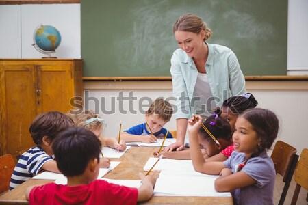 Tanár iskolás dolgozik asztal együtt általános iskola Stock fotó © wavebreak_media